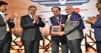 IIMB Director Prof G. Raghuram Honoured With Mahindra Transport Excellence Lifetime Achievement Award