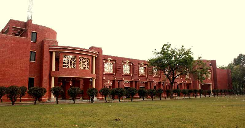 100% Summer Placements for IIM Lucknow Bucks Demonetisation, GST Blues